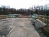 April 2013 - Das Straßenstück an den Enden der Brücke wird erneuert.