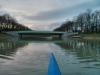 19.12.13 - Dass der Kanal wieder komplett passierbar ist, wird spontan mit einer kurzen Skiff-Rundfahrt gefeiert.